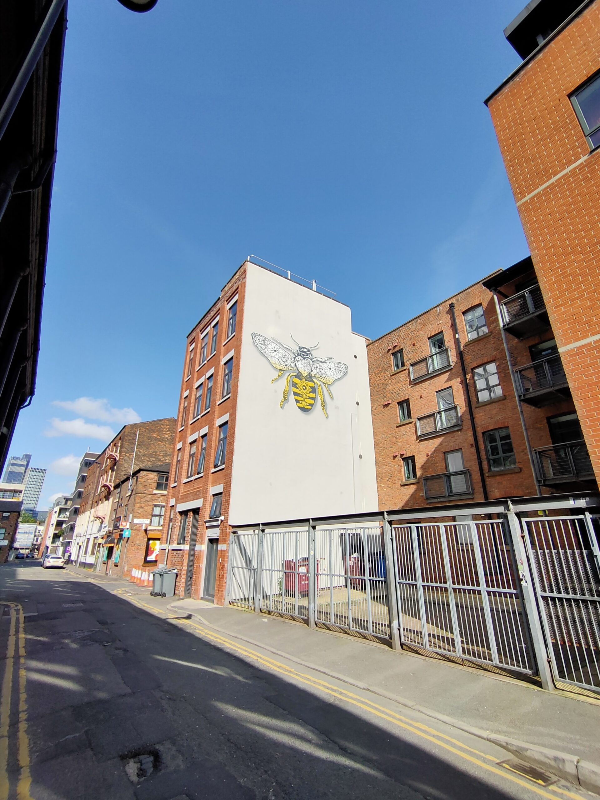manchester bee mural on houldsworth street